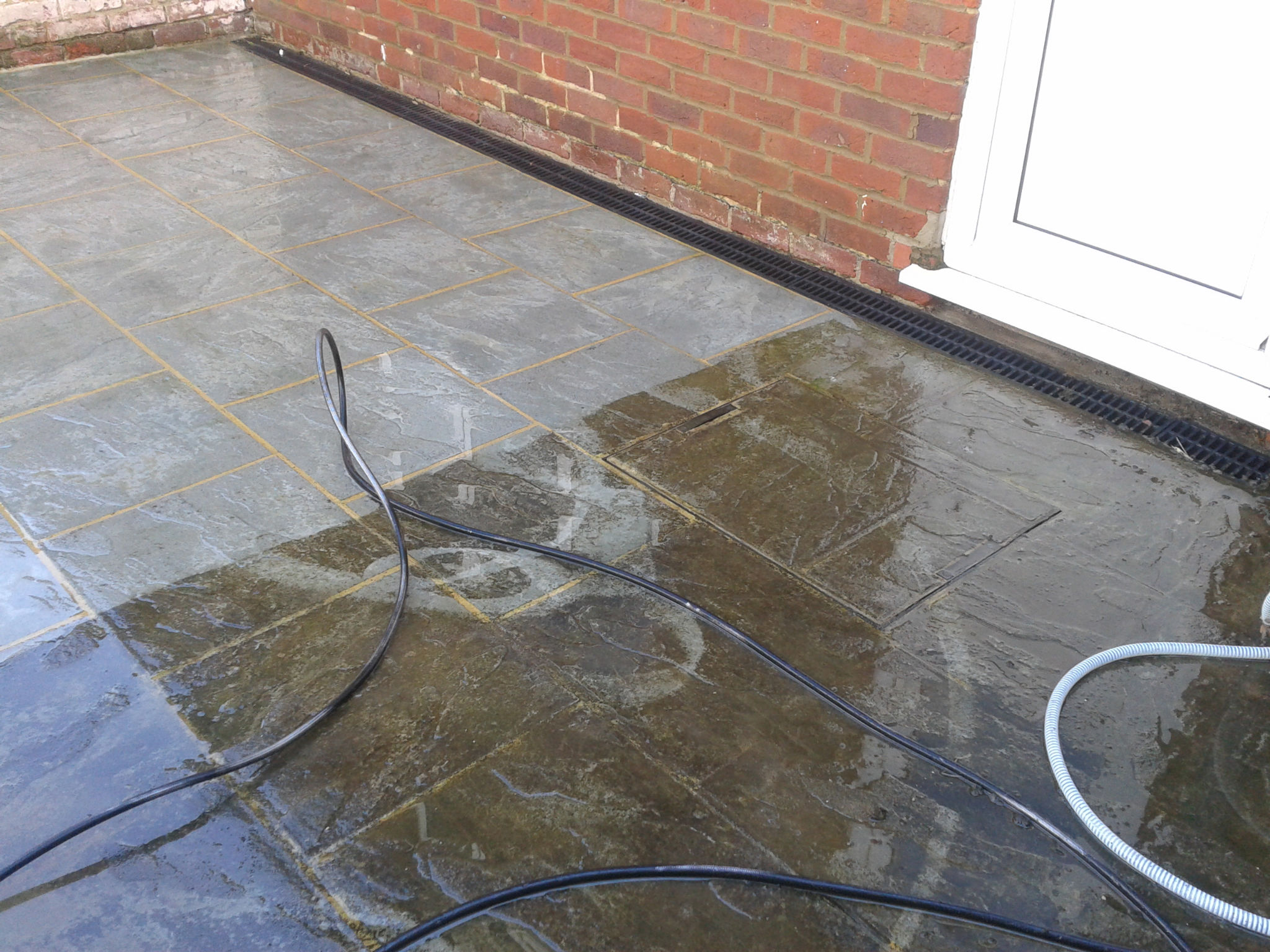Patio cleaning dartford sidcup bexley bromley chislehurst for Patio cleaning solution